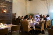 eva-restaurant-mark-gold-reduction-contre-smartphone