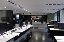 free-center-boutique-free-paris-ressemble-apple-store-4
