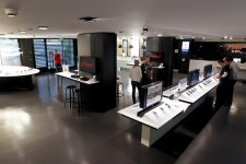 free-center-boutique-free-paris-ressemble-apple-store
