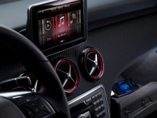 mercedes-intégration-siri-assistant-vocal-iphone-voiture